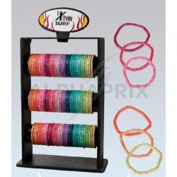 Bracelets en bois arc en ciel sur présentoir en stock